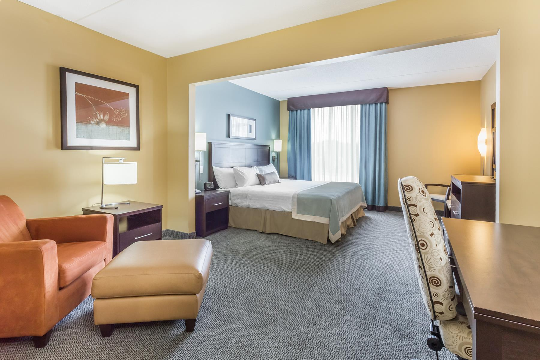A spacious king bedroom at the Wingate by Wyndham Hotel in Regina Saskatchewan